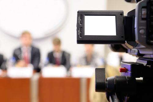 Kamera bei einer Pressekonferenz